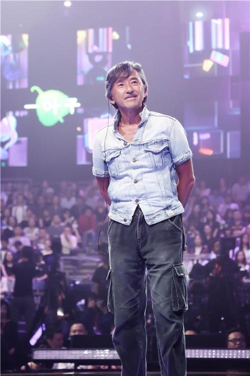 歌迷和林子祥深情合唱《真的汉子》 流泪送给病重父亲资讯生活